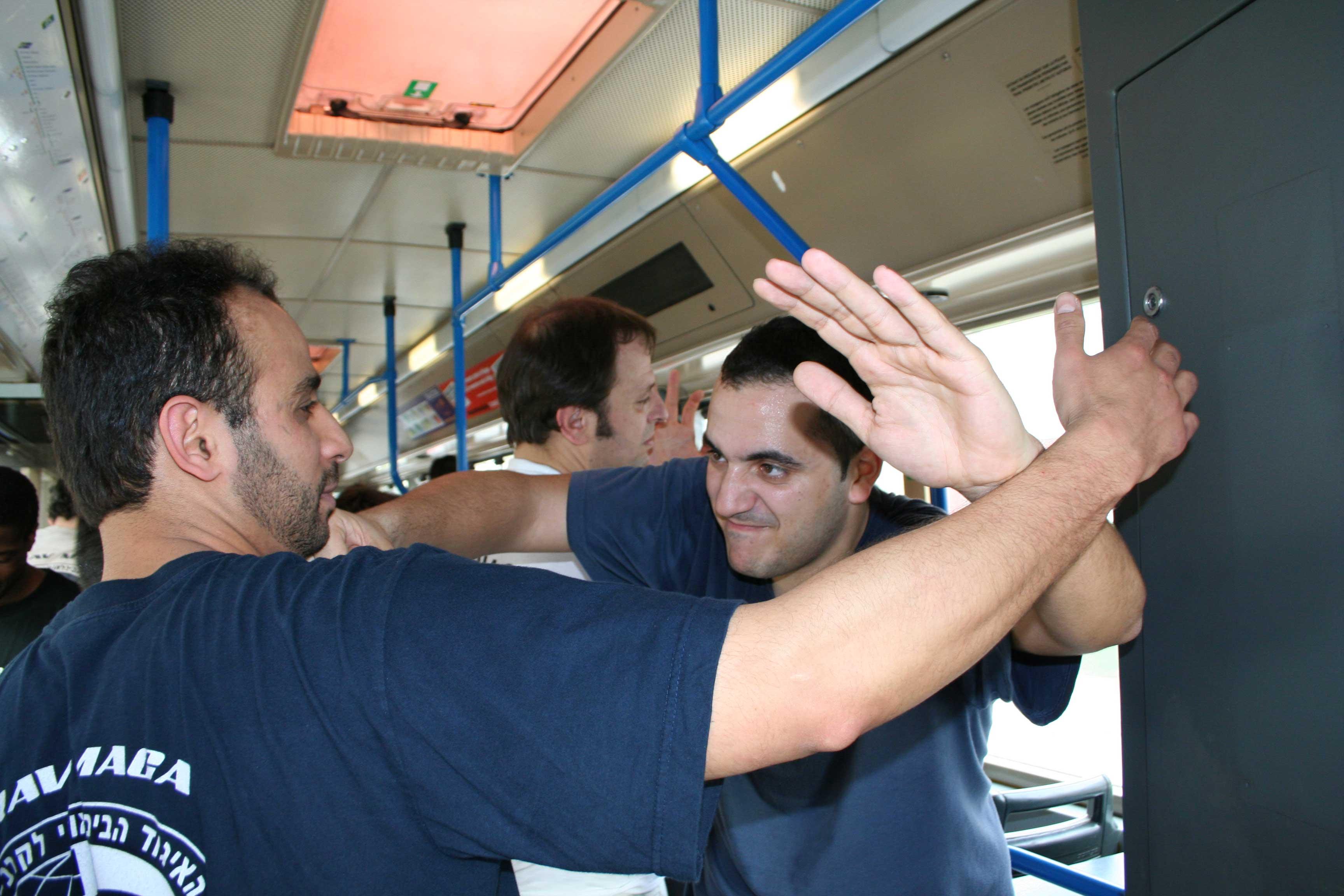Krav Maga op de bus